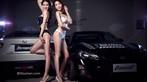 Cặp đôi người mẫu song sinh diện bikini trắng và đen khiến người nhìn hoa cả mắt - 2
