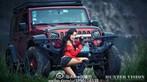 Người mẫu gốc Hoa thể hiện cá tính, khoe vẻ gợi cảm bên Jeep Wrangler - 10
