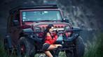 Người mẫu gốc Hoa thể hiện cá tính, khoe vẻ gợi cảm bên Jeep Wrangler - 4