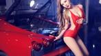 Toát mồ hôi trước người đẹp diện váy đỏ nóng bỏng, lộ ngực căng tròn cùng Ferrari - 5
