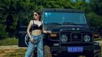 """Mỹ nhân khoe thân thể khỏe khoắn, vòng 1 căng đầy cùng xe """"Jeep Trung Quốc"""" - 1"""