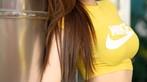 Thiếu nữ xinh như Trương Bá Chi khoe bụng phẳng, ngực tròn bên xe minivan - 2