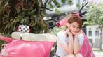 Á hậu áo dài Trịnh Thanh Phối duyên dáng bên chiếc Vespa ET hồng Hello Kitty - 9