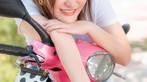 Á hậu áo dài Trịnh Thanh Phối duyên dáng bên chiếc Vespa ET hồng Hello Kitty - 12