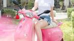 Á hậu áo dài Trịnh Thanh Phối duyên dáng bên chiếc Vespa ET hồng Hello Kitty - 8