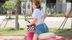 Á hậu áo dài Trịnh Thanh Phối duyên dáng bên chiếc Vespa ET hồng Hello Kitty - 6