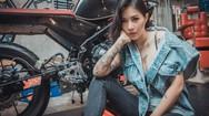 """Người đẹp Thái Lan khoe """"dáng nuột"""" trong gara sửa xe"""