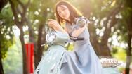 Thiếu nữ nhẹ nhàng, lãng mạn bên Vespa Primavera màu xanh bạc hà dịu mát