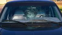 Chú ý kính xe bị nứt vỡ sau khi rửa xe ngày nắng