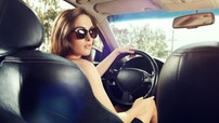 Phụ nữ cần dừng ngay 6 thói quen khi lái xe ô tô