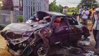 Đắk Lắk: Ô tô con tông sập cổng nhà dân, 6 người nguy kịch