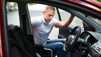 Người khuyết tật có được thi lấy giấy phép lái xe hơi?
