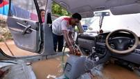 Ô tô ngập nước xếp hàng dài ở các gara Malaysia