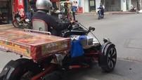 Biker Nam Định dùng siêu mô-tô tiền tỷ Can-Am Spyder F3 chở nệm đi giao hàng