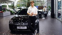 Sau scandal của vợ cùng Bình Minh, Tim bình thản đi nhận Mercedes-Benz C-Class mới tậu