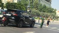 Không làm chủ được tốc độ, xe máy tông vào đuôi xe Lexus NX200t 2,6 tỷ Đồng