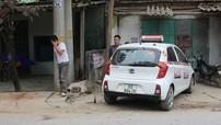 Kinh hãi Taxi đâm văng xe máy rồi lao vào nhà dân