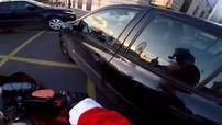 Ông già Noel chạy Z800 đuổi theo nữ tài xế gây tai nạn bỏ chạy