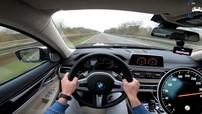 """BMW M760Li 2017 """"lướt như gió"""" trên đường cao tốc"""