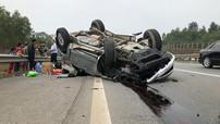 """""""Thánh lật"""" Toyota Fortuner đâm vào dải ta-luy, """"ngửa bụng"""" trên cao tốc Hà Nội - Lào Cai"""