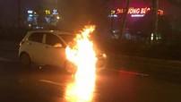 Hà Nội: Hyundai Grand i10 bất ngờ bốc cháy dữ dội