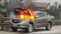 Xe bán tải Mazda BT-50 bất ngờ bốc cháy tại Hà Tĩnh