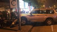 """Hà Nội: Toyota Land Cruiser """"hóa điên"""", đâm liên tiếp 5 xe đang chạy trên đường"""