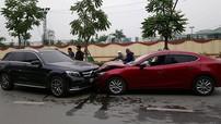 """Hà Nội: Người lái Mazda3 """"mất Tết"""" vì đâm trực diện Mercedes-Benz GLC300"""