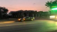 """Cường """"Đô-la"""" chở bạn gái trên siêu xe Ferrari 488 GTB về phố núi Pleiku"""