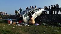 Toyota Innova bị dải ta-luy đâm xuyên khiến 6 người về quê ăn Tết thương vong