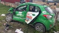 Hà Nam: Taxi Mai Linh bị vò nát sau cú đâm của tàu hỏa, tài xế tử vong