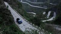 Range Rover Sport SVR đánh bại kỷ lục của Ferrari trên đường lên cổng trời
