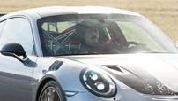 Zlatan Ibrahimovic lái siêu xe Porsche 911 GT2 RS 2018 mới tậu đến sân tập