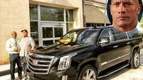 """Ngôi sao phim hành động """"The Rock"""" mua SUV hạng sang tặng bố"""