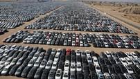 """Sốc trước hình ảnh hàng nghìn chiếc xe Volkswagen bị """"xếp xó"""" ở một hoang mạc"""