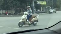 10 thói quen xấu của chị em phụ nữ khi sử dụng xe máy