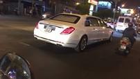 Mercedes-Maybach S600 Pullman dài hơn 6 m lăn bánh trên đường phố Sài thành