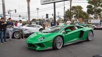 Siêu xe tốc độ Lamborghini Aventador SV với màu lục bảo độc quyền