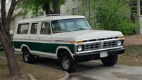 """Ford B-100 - Mẫu SUV 10 chỗ ngồi với 3 hàng ghế """"dị"""" nhất quả đất"""