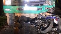 Quảng Trị: Yamaha Exciter đâm vào ô tô tải dừng bên đường, 4 học sinh tử vong