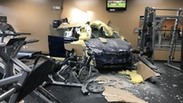 Tesla Model X đâm thủng tường phòng tập gym, nữ tài xế đổ lỗi cho xe