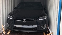"""Chồng siêu mẫu Ngọc Thạch bất ngờ """"khui công"""" SUV điện Tesla Model X P100D tại Việt Nam"""