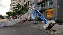 Cổng chào ở phố đi bộ Nguyễn Huệ đổ sập, 1 người bị thương