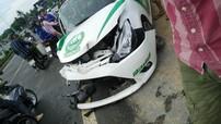 Phú Quốc: Toyota Vios dán đề-can như xe cảnh sát Dubai nát bét sau cú tông cột điện