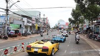 Lamborghini Murcielago LP640 mui trần độc nhất Việt Nam đón đoàn Car & Passion tại Gia Lai