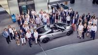 """BMW bàn giao 18 chiếc i8 mui trần đặc biệt cho """"fan cuồng"""""""