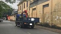 Hà Nội: Ô tô tải cuốn xe máy vào gầm khiến thai phụ sinh con tại hiện trường
