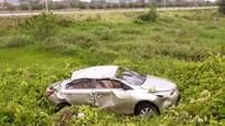 Thái Nguyên: Phát hiện chiếc Toyota Vios hỏng nặng nằm dưới mương nước