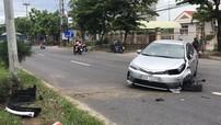 Đà Nẵng: Nữ tài xế ngủ gật khiến Toyota Corolla Altis mới mua đâm vào cột đèn