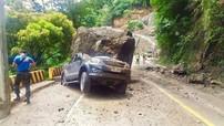 Tảng đá lớn lăn trúng Toyota Fortuner, cả gia đình thoát chết thần kỳ